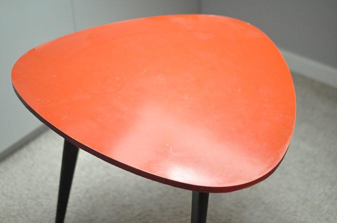 stolik-na-3-nogach-przed-renowacja