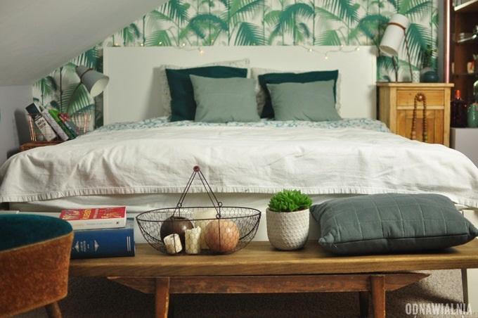 ławeczka koło łóżka