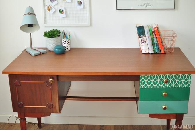 biurko w kolonialnym stylu