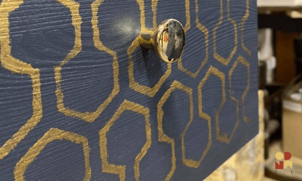 złote uchwyty stylizacja mebli